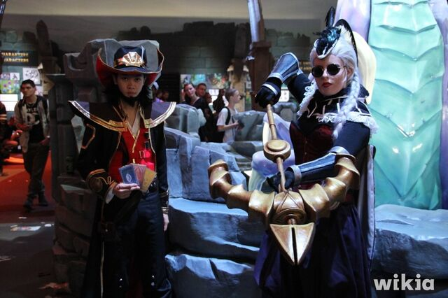 File:JAlbor Gamescom Twisted Fate and Vayne.JPG