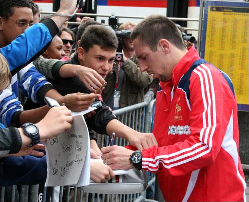 File:Ribery-autographs.jpg