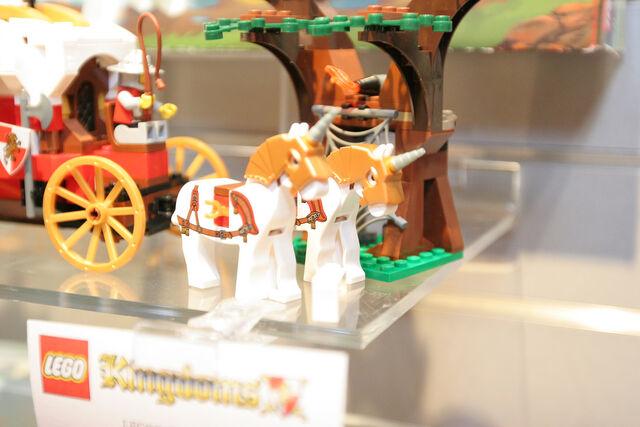 File:LEGO Toy Fair - Kingdoms - 7188 King's Carriage Ambush - 03.jpg