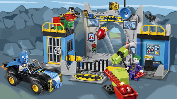 10672 L Attaque De La Batcave Wiki Lego Fandom Powered