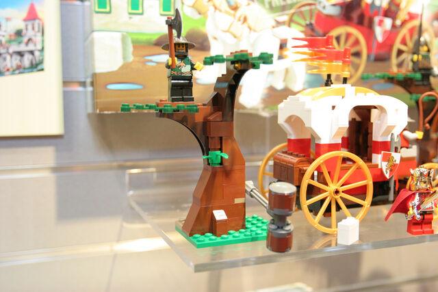 File:LEGO Toy Fair - Kingdoms - 7188 King's Carriage Ambush - 08.jpg
