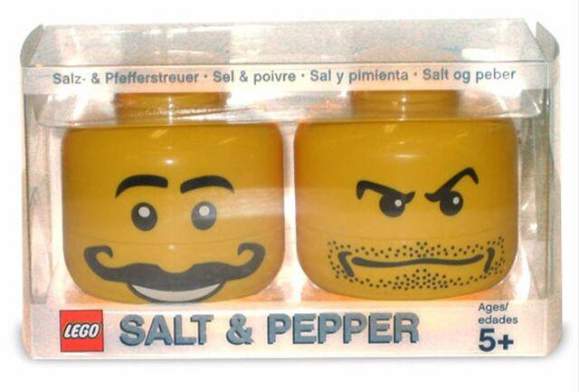 File:Salt and Pepper Shakers 2.jpg