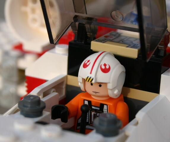 File:6212 Luke im Cockpit.JPG