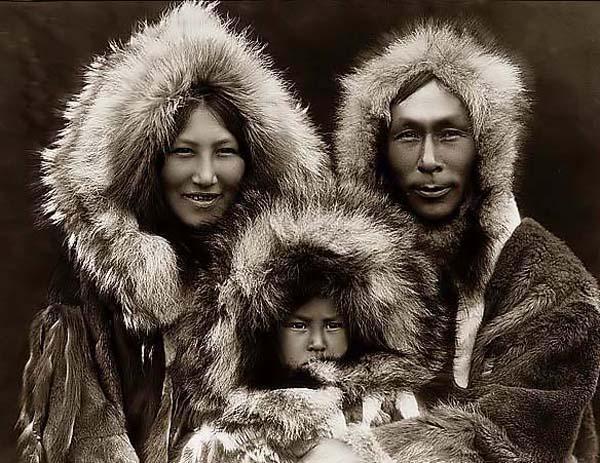 File:Eskimos.jpg