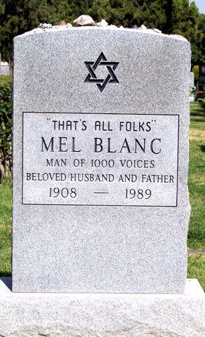 File:Mel Blanc 4-15-05.jpg