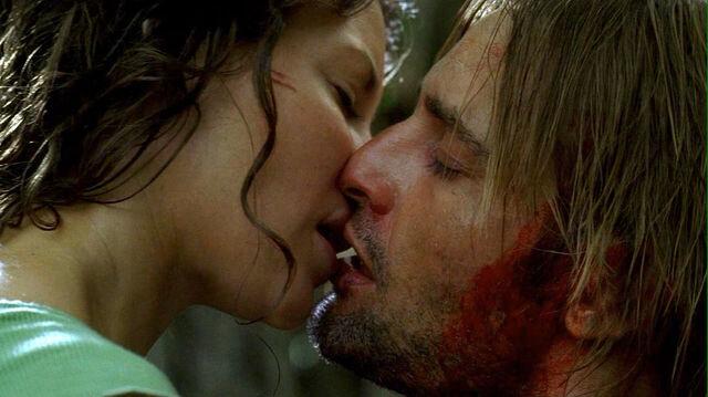 ملف:Kate kiss Sawyer.jpg