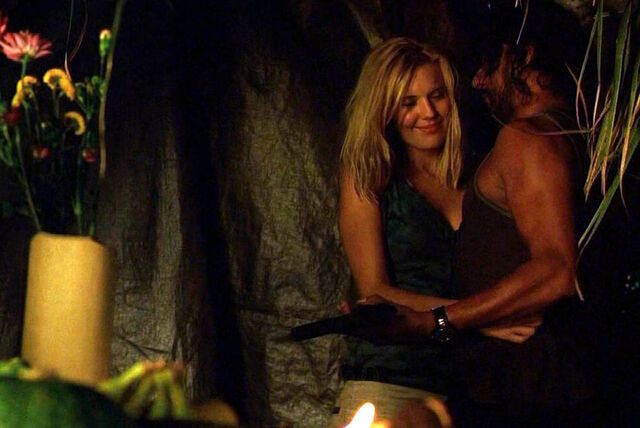 File:2x06 Shannon & Sayid Embrace with gun.jpg