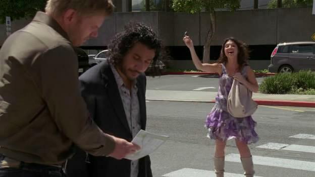ملف:Sayid-is-distracted-by-Jacob.jpg