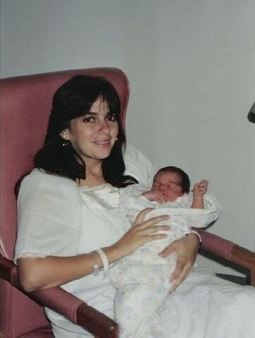 Archivo:6x12 baby Hurley.jpg