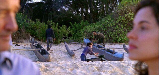 Archivo:Ajirasurvivors&canoes.jpg