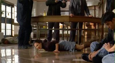 1x12 Hostages.jpg