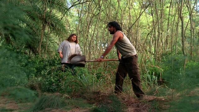 Archivo:3x19 Sayid with shovel.jpg