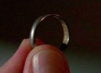 File:5x07 Jin's wedding ring.jpg