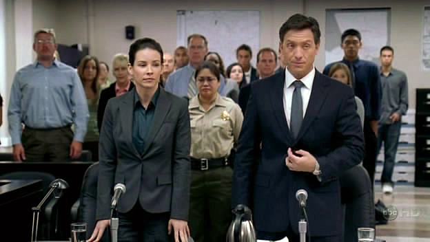 File:4x04-kate-with-lawyer-trial.jpg
