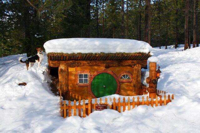 File:Bilbo-house-winter-lg.jpg