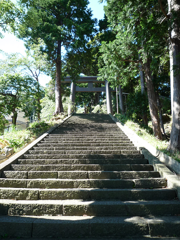 File:Stairs ascending to izusan jinja.png