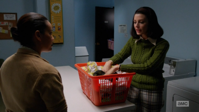 File:6x03 Megans outfits (01).png