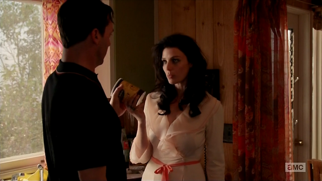 File:7x05 Megan's outfit 05.png