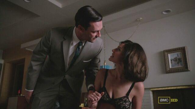 File:Megan underwear don a little kiss.jpg