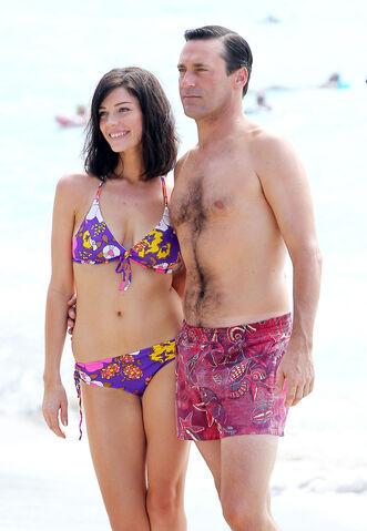 File:Mad-men-season-6-first-look-at-don-and-megan-s-beach-vacation.jpeg
