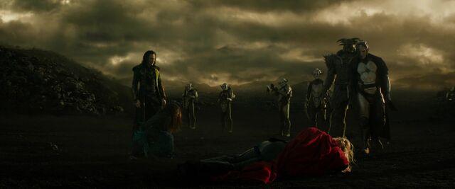 File:Thor malekith kurse dark-elves-1-.jpg