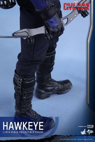File:Hawkeye Civil War Hot Toys 22.jpg