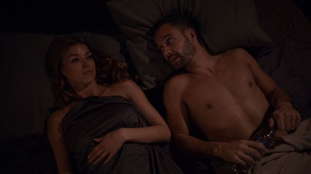 File:Lance-Hunter-Bobbi-Morse-Bed.jpg