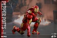 Iron Man Mark IX and Pepper Hot Toys 04