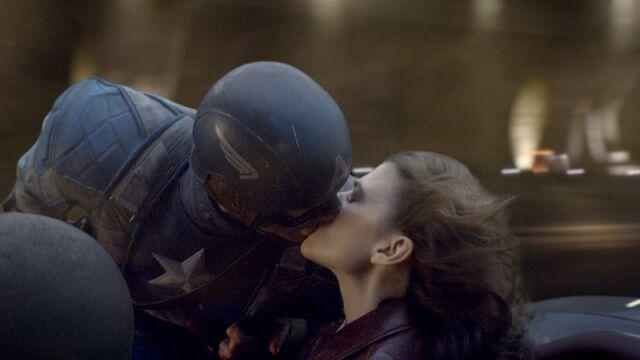 File:Peggy Cap kiss.jpg