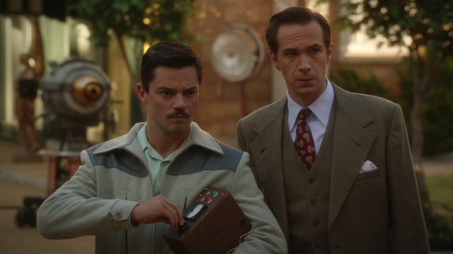 File:Howard Stark & Edwin Jarvis (2x10).png