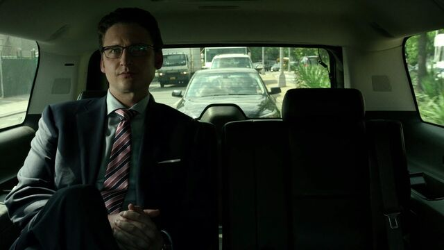 File:James-Wesley-Limo-Alone-S1E1.jpg
