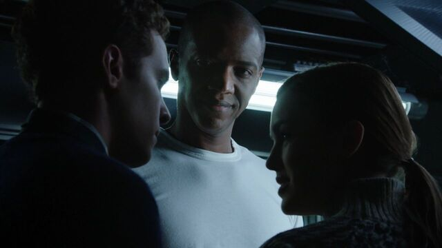 File:MikePeterson-FitzSimmons-S1E10.jpg