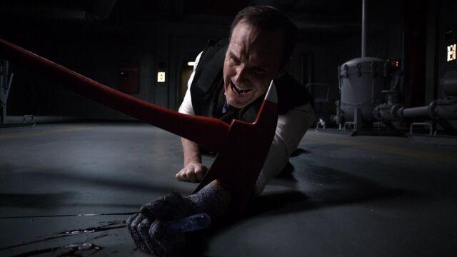 File:Coulson-loses-arm-scream.jpg