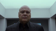 Wilson-Fisk-Penthouse-Mirror-Black-Suit