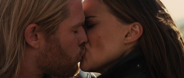 File:Thor Jane kiss.jpg