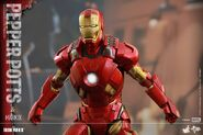 Iron Man Mark IX and Pepper Hot Toys 09