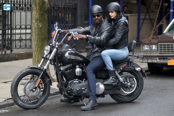 File:Jessica Jones and Luke Cage set photos 2.jpg