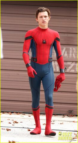 File:Tom-holland-looks-buff-while-filming-spider-man-in-nyc-08.jpg