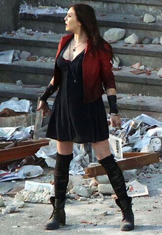 File:Scarlet Witch on Aou set.jpg