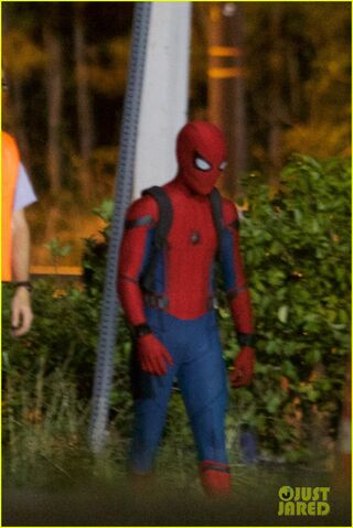 File:Tom-holland-spiderman-night-shoots-stunt-note-13.jpg