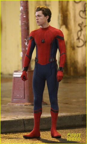 File:Tom-holland-spiderman-queens-hello-kitty-05.jpg