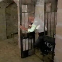 Kimball escaping his prison in Fortezza Lorenzo.