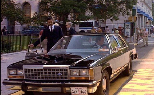 File:1987 Ford LTD Crown Victoria.jpg