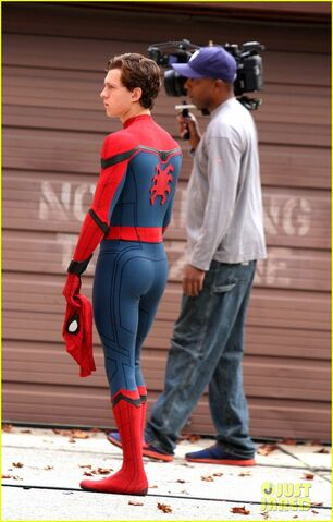 File:Tom-holland-looks-buff-while-filming-spider-man-in-nyc-03.jpg