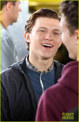 File:Tom-holland-films-spider-man-homecoming-queens-03.jpg