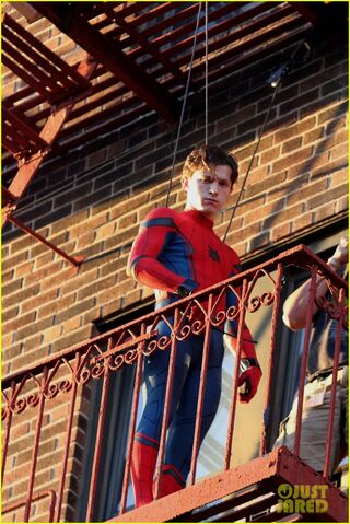 File:Tom-holland-performs-his-own-spider-man-stunts-on-nyc-fire-escape-10.jpg