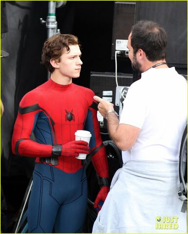 File:Tom-holland-looks-buff-while-filming-spider-man-in-nyc-13.jpg