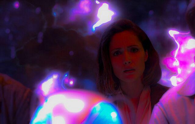 File:Rose-Byrne-as-Moira-MacTaggert-in-X-Men-Apocalypse.jpg