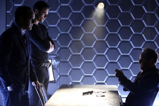 File:Agents of SHIELD The Well 02.jpg