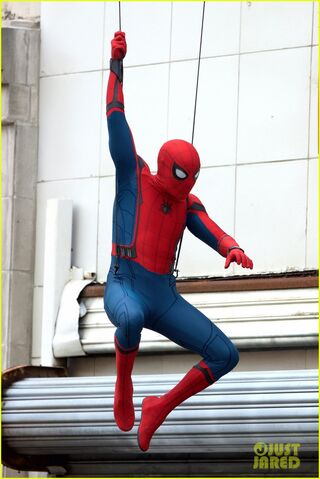 File:Spider-man-swings-into-action-on-set-01.jpg